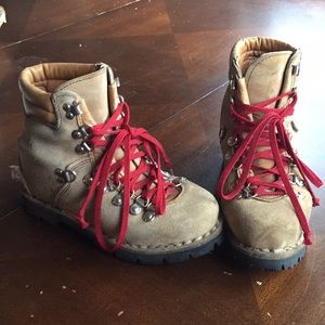Tyrol hiking boots - made in Italy -vibrant soles